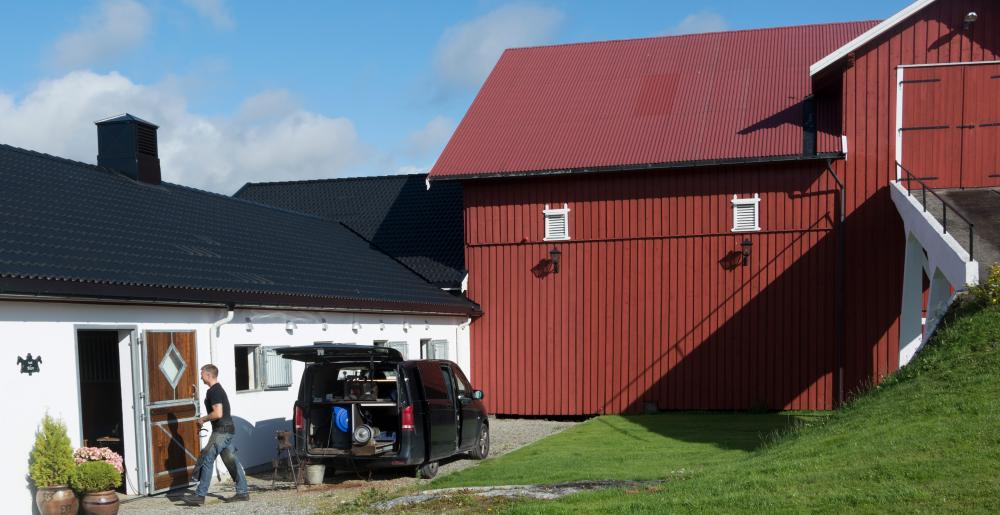 The Norwegian farrier Aksel Vibe, shoeing location